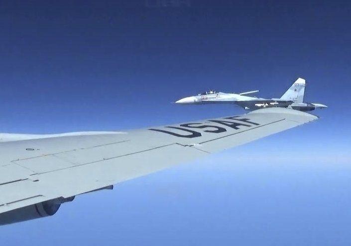 US-Flugzeug und russischer Jet im Juni 2017 über der Ostsee