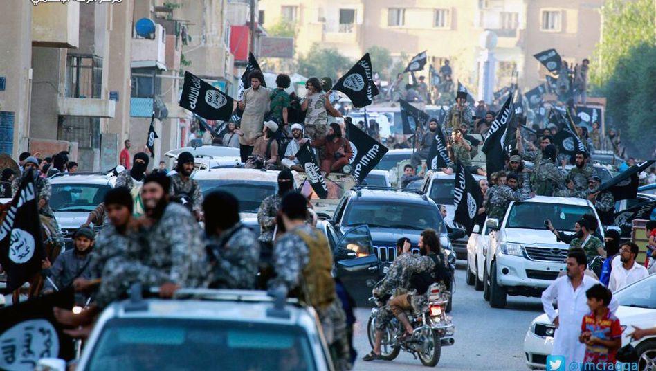 IS-Kämpfer in Rakka (Juni 2014): Ausraubung des Territoriums