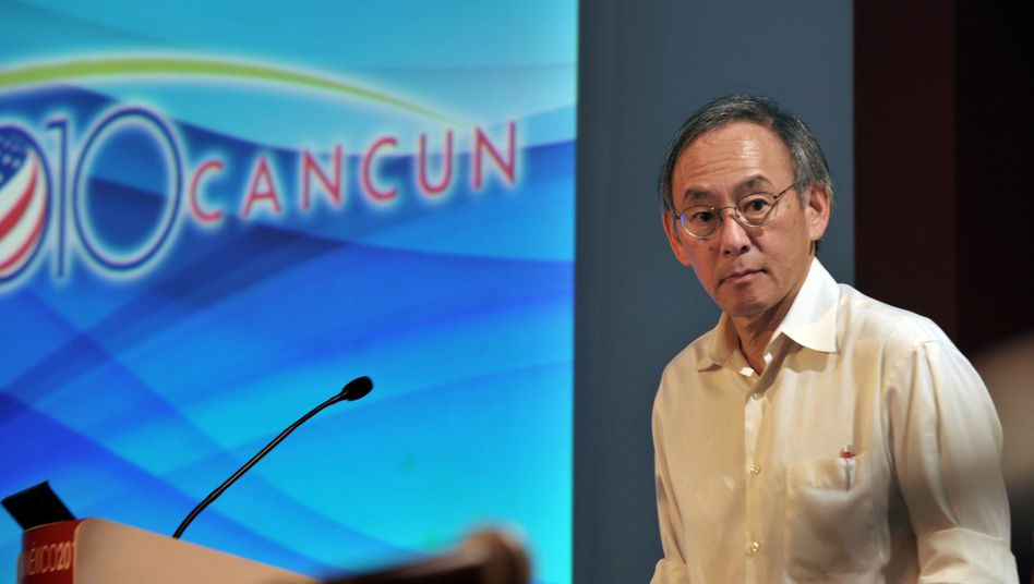 "US Energy Secretary Steven Chu in Cancun: ""We will live in a carbon-constrained world."""