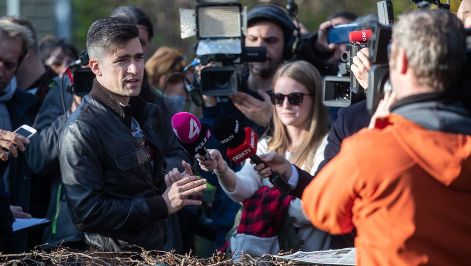 Der Identitären-Sprecher Martin Sellner bei einem Pressetermin