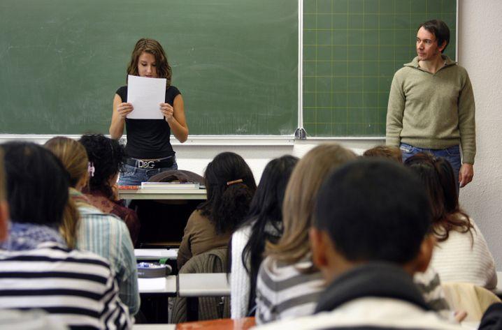 """""""Da ist fraglich, ob überhaupt genügend Personal vor Ort sein darf"""": Lehrer bei der Arbeit"""