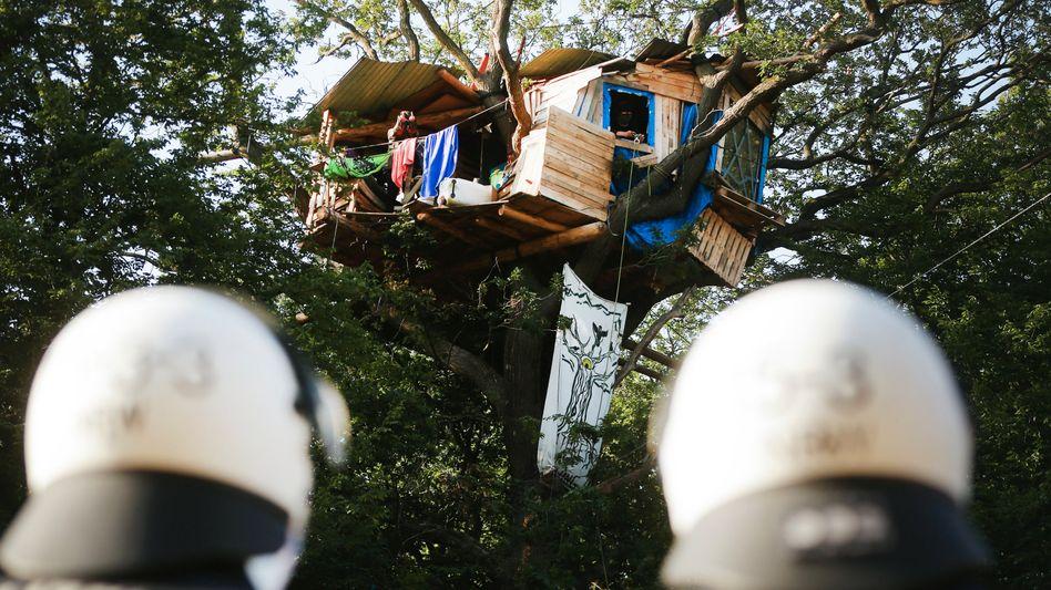 Einsatz im Hambacher Forst: Wege frei für die Polizei