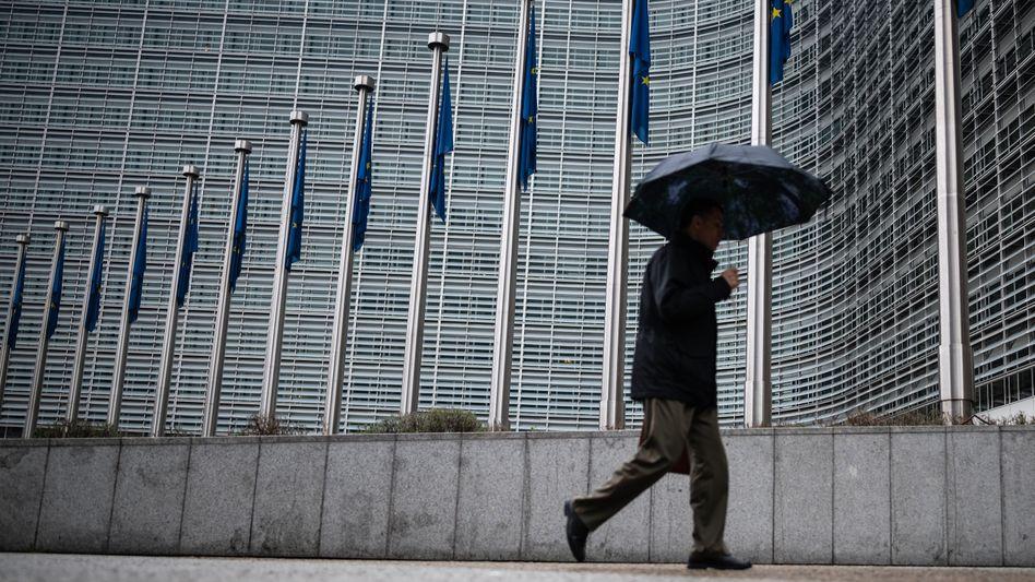 Passant vor dem Gebäude des Europäischen Rats in Brüssel
