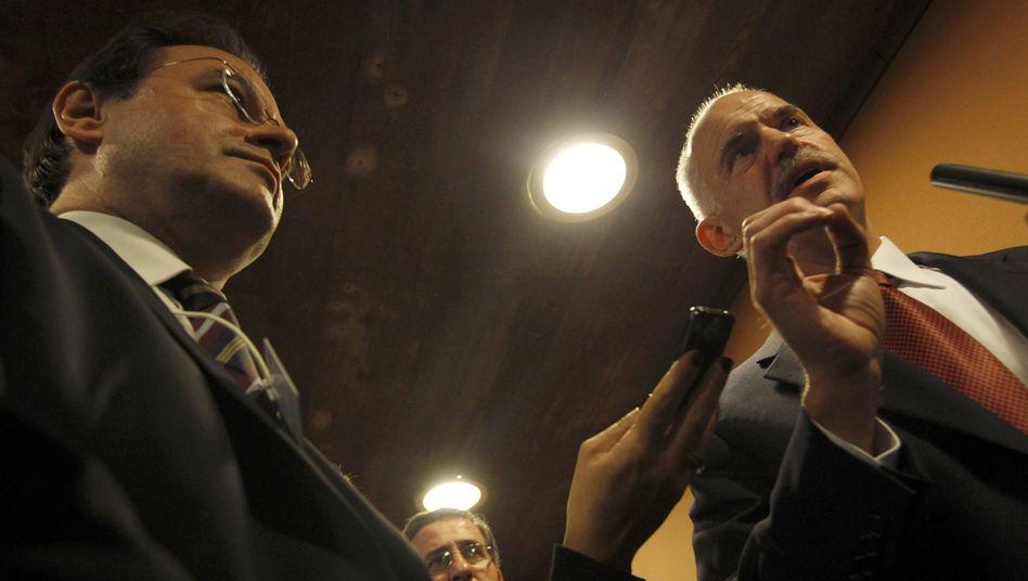 Griechenlands Premier Papandreou (rechts), Finanzminister Papaconstantinou: Gerüchte führten zur Krise