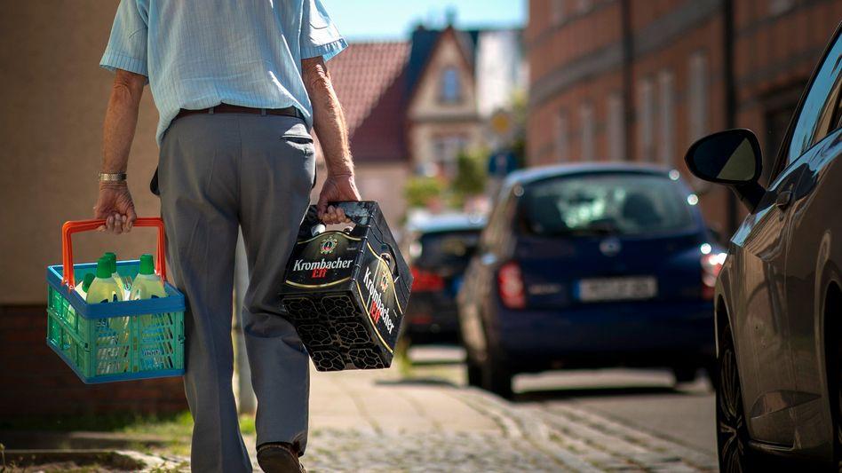 Viele Menschen verdienen so wenig, dass sie fürs Alter kaum mehr vorsorgen können (Symbolbild)