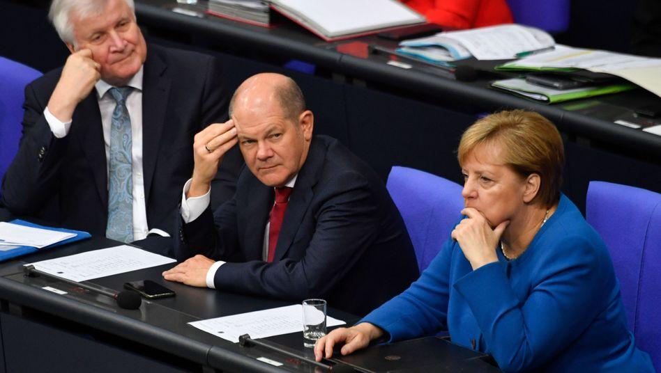 Horst Seehofer (CSU), Olaf Scholz (SPD) und Angela Merkel (CDU)