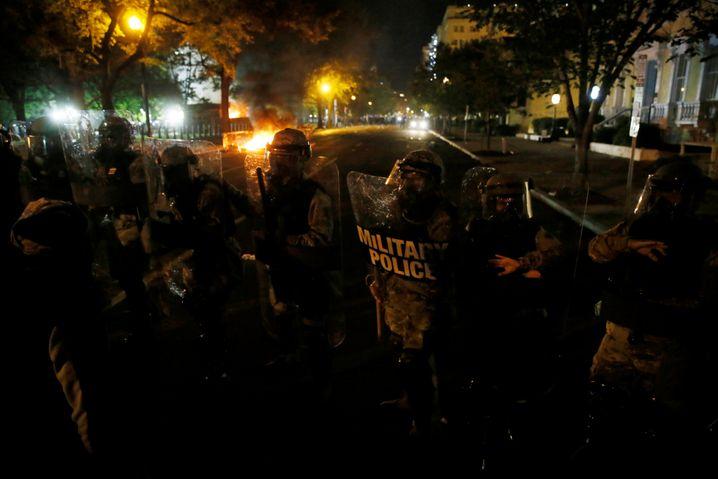 Demonstranten gegen Polizei: Proteste gegen Polizeigewalt und Rassismus