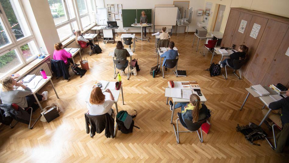 """Bildungsministerin Anja Karliczek: """"Diese Zahl zeigt, dass wir nach wie vor mitten in der Pandemie sind"""""""