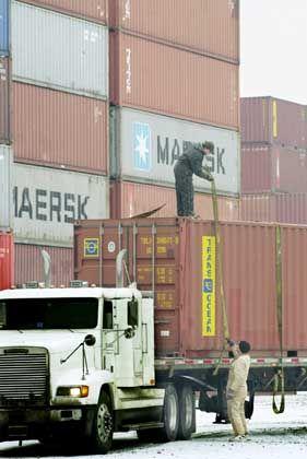 Container im Hafen Newark: Symbol für den neuen amerikanischen Verfolgungswahn