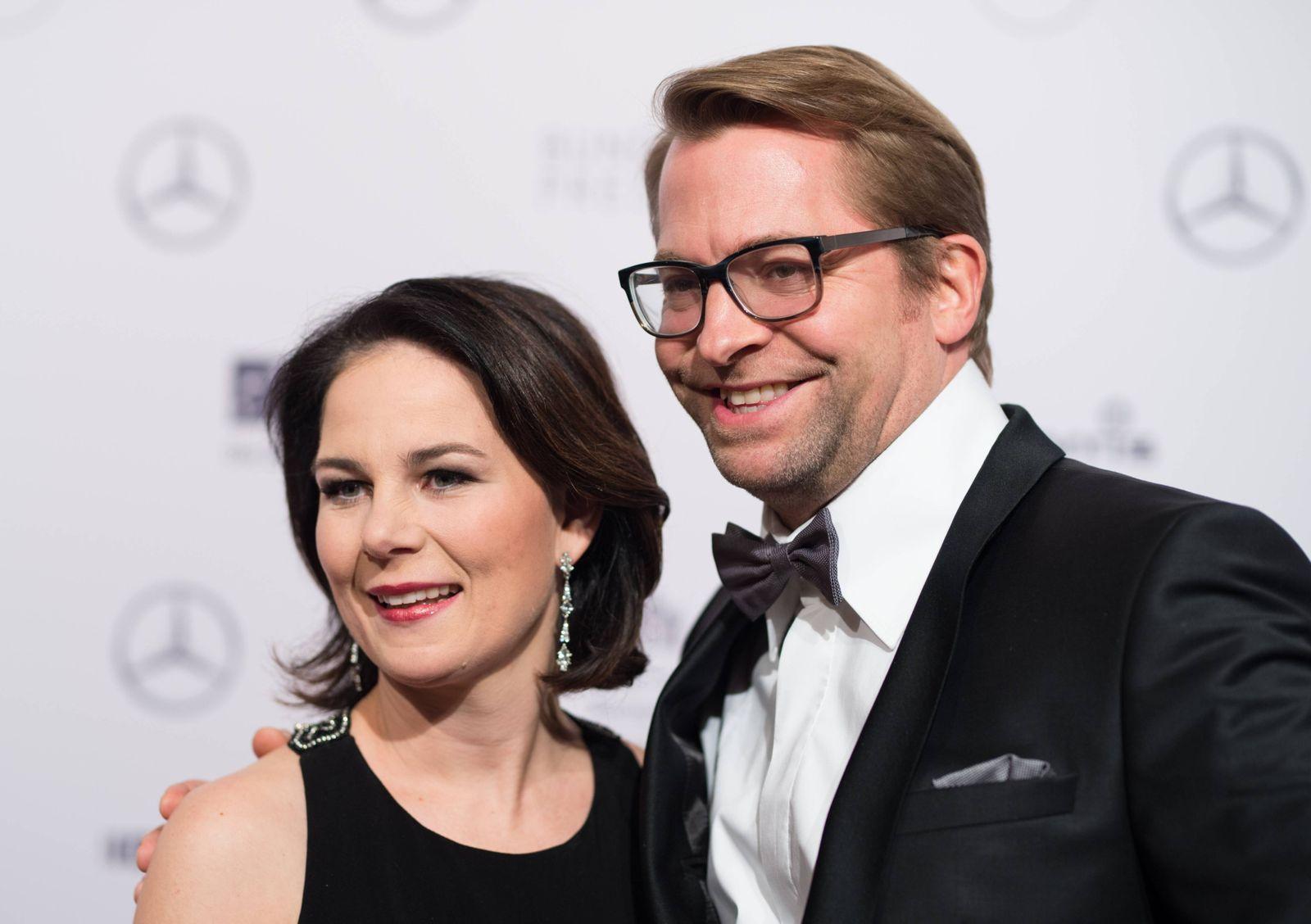 Annalena BAERBOCK (Bundesvorsitzende Buendnis90/DieGruenen) mit Ehemann Daniel HOLEFLEISCH. 67. Bundespresseball im Hot