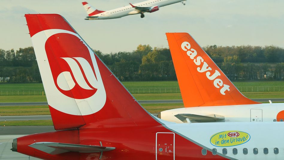 Maschinen von Air Berlin und EasyJet