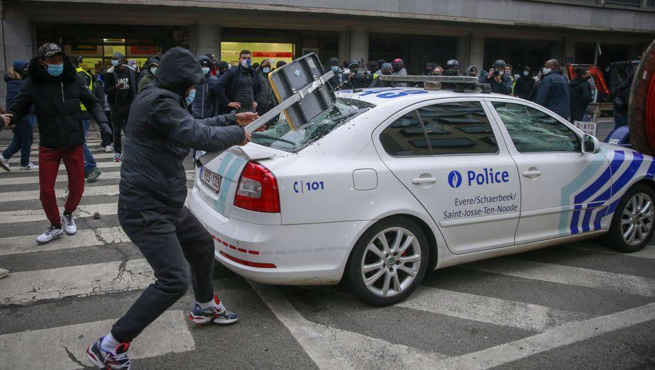 Demonstranten beschädigten am Mittwochabend Polizeiautos