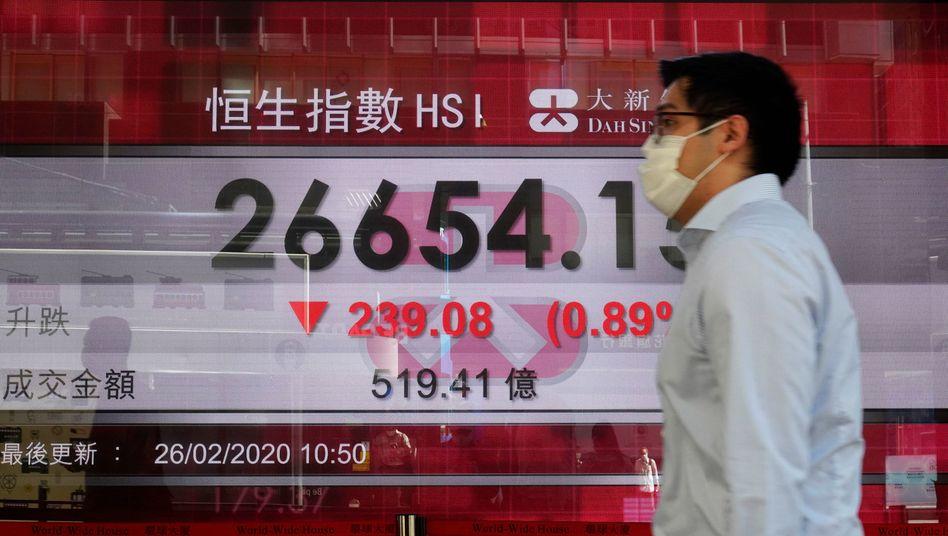 Kurse mit Mundschutz: Foto von der Börse in Hongkong