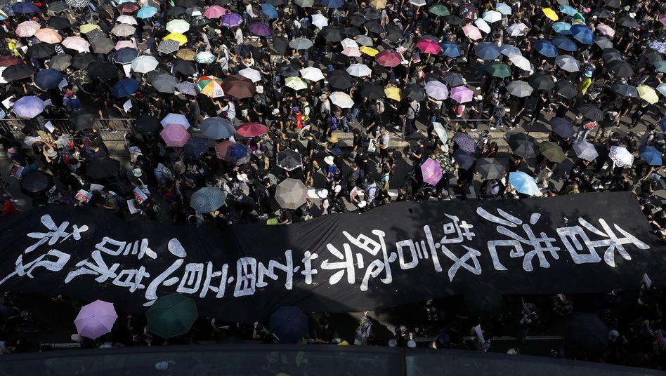 Demonstranten in Hongkong: Trotz Verbot auf den Straßen