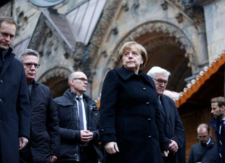 Kanzlerin Merkel an der Berliner Gedächtniskirche, nahe des Tatorts