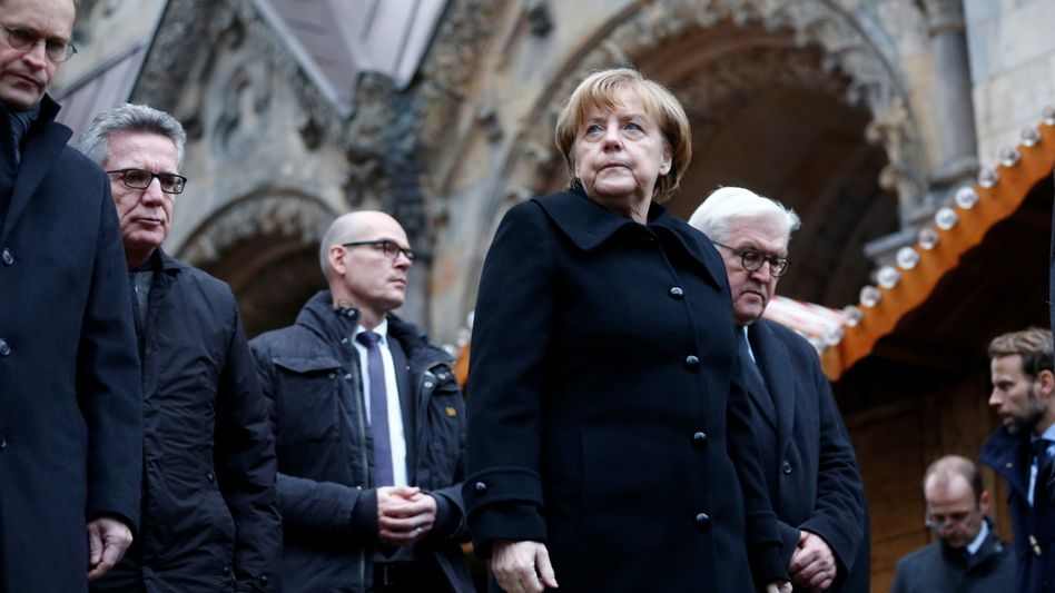 Angela Merkel (am Tatort in Berlin)