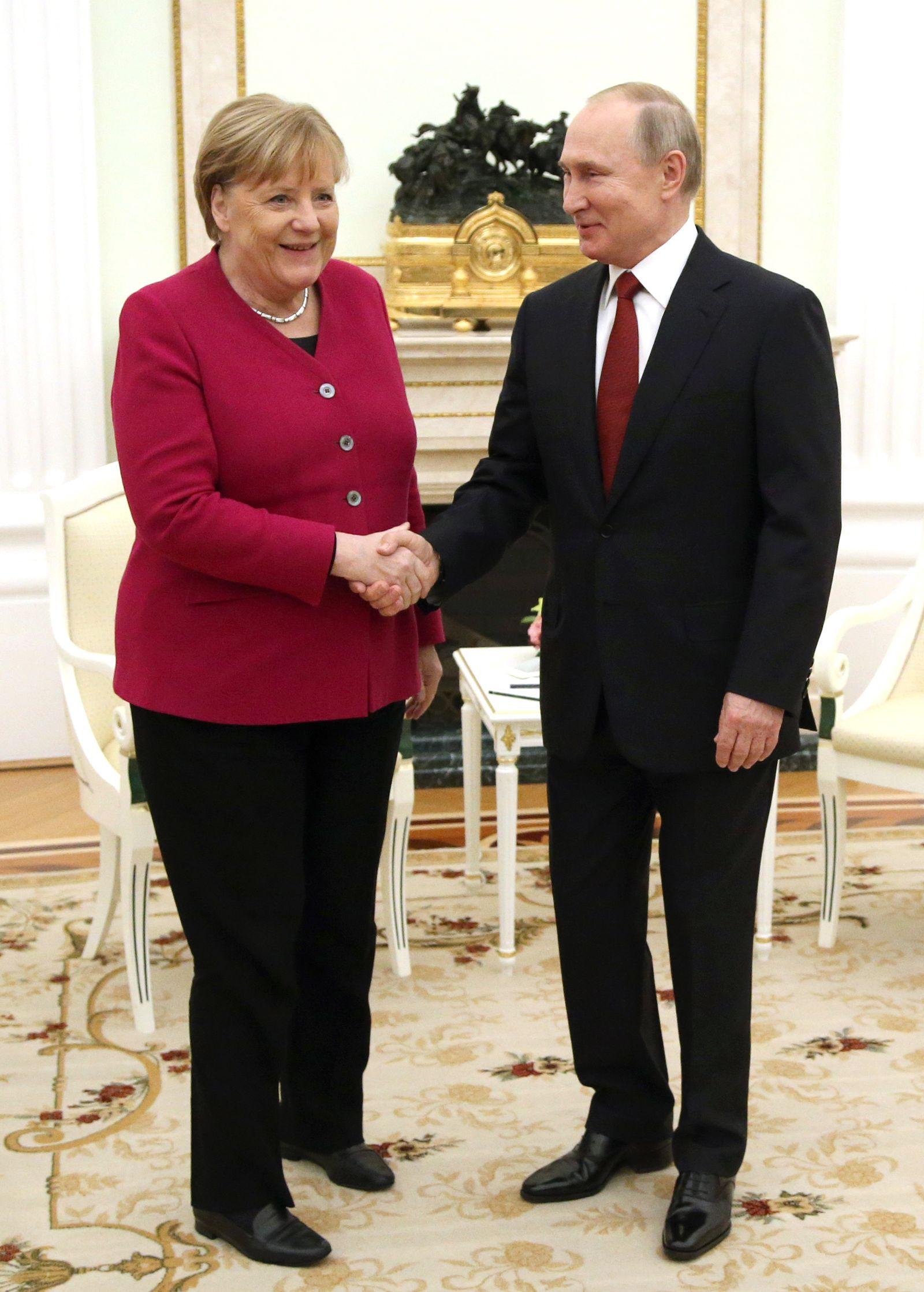 Russian President Vladimir Putin receives German Chancellor Angela Merkel in Moscow