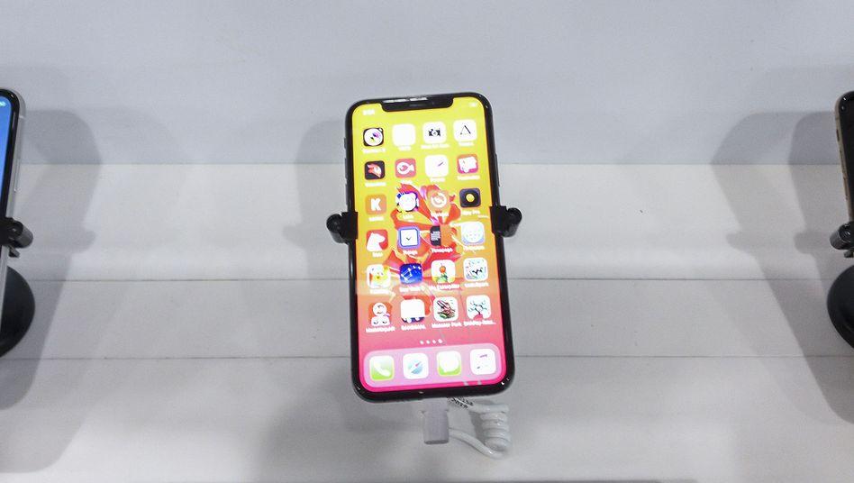 iPhones in einem Laden im US-Bundesstaat Massachusetts: Zölle könnten Apple im Vergleich zu Samsung schwächen