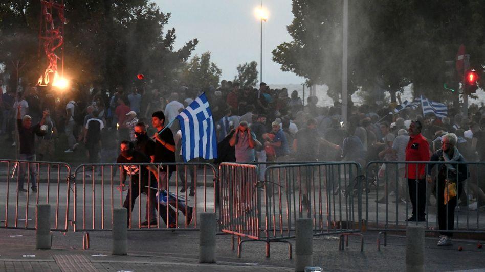 Hunderte Demonstranten lieferten sich Gefechte mit der Polizei