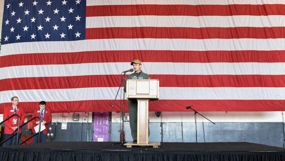 """Gefeuerter Kapitän der USS """"Theodore Roosevelt"""": Brett Crozier, hier bei einer Veranstaltung im Dezember 2019"""