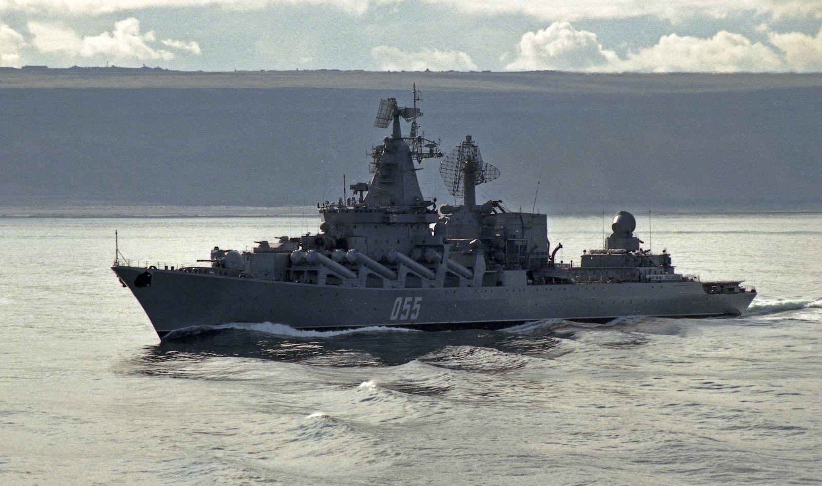 Kriegsschiff / Marshal Ustinov