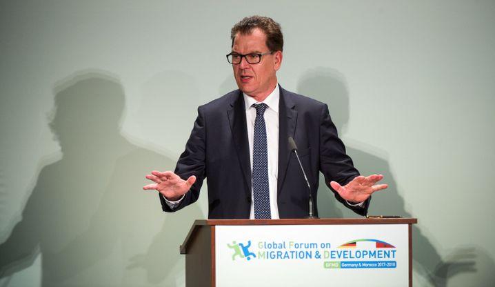 """Entwicklungsminister Müller (CSU), Erfinder des """"Marshallplans"""" für Afrika"""