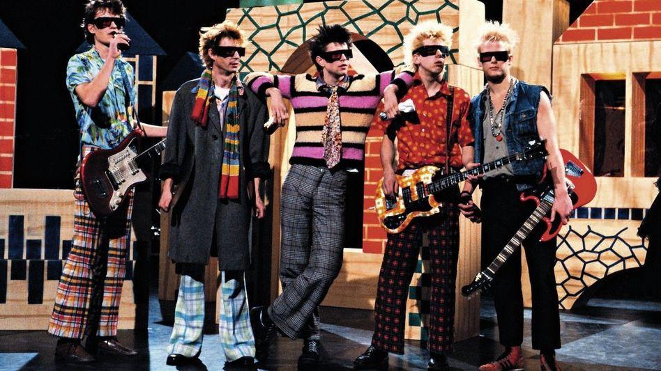 Bandmitglieder der Toten Hosen 1983: Michael Breitkopf, Klaus-Peter Trimpop, Campino, Andreas Meurer, Andreas von Holst