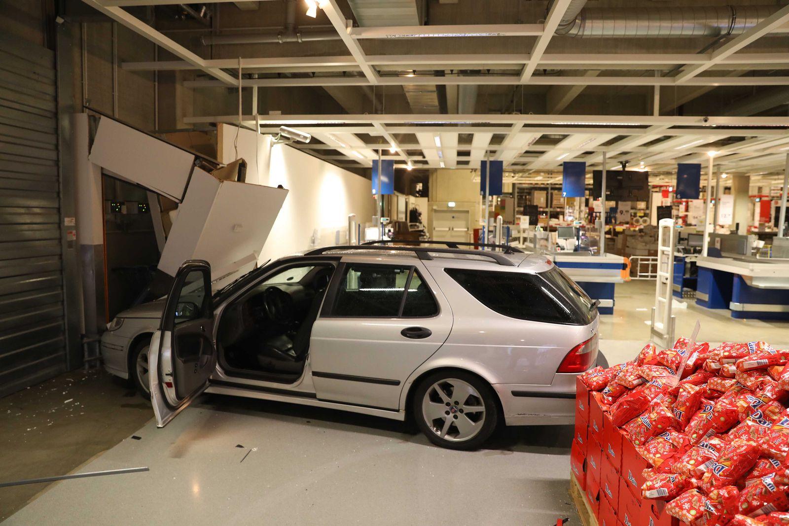 Autofahrt endet im Ikea-Einrichtungshaus