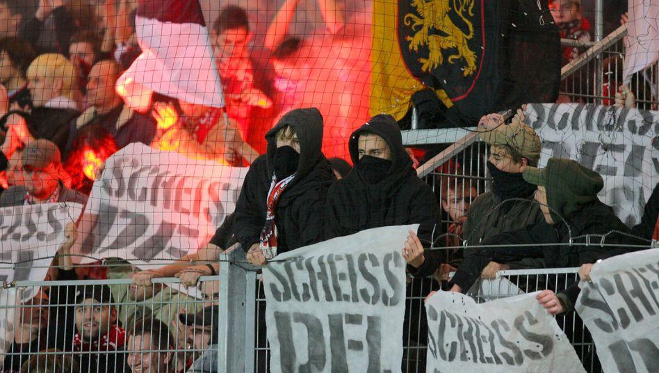 Symbolbild: Fans des 1.FC Kaiserslautern