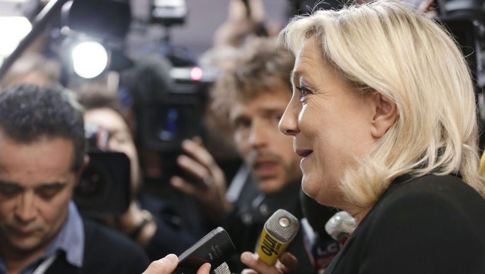Wahlergebnisse in Frankreich: Sarkozy triumphiert, Le Pen feiert, Hollande murrt