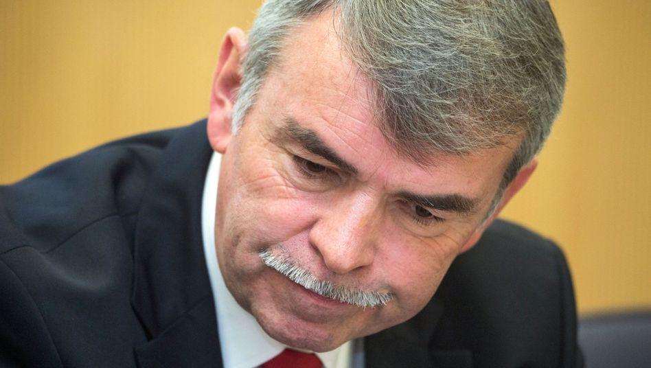 Gustl Mollath im Gerichtssaal des Landgerichts Regensburg: Geschlagen, getreten, gebissen