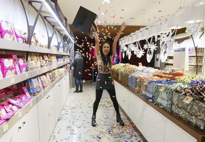 Femen-Aktivistin in Kiewer Roshen-Geschäft 2017: Schokoladenproduzent - das klang harmlos