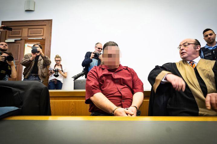 Angeklagter J., Anwalt Krechel
