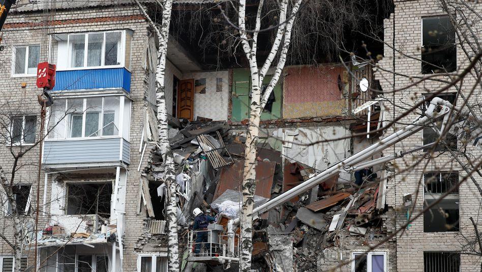Eingestürztes Haus in Orechowo-Sujewo