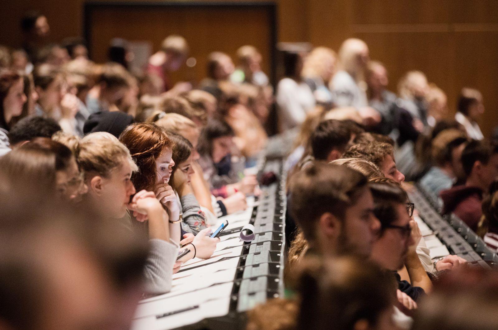 Universität / Studierende / Studenten / Vorlesung