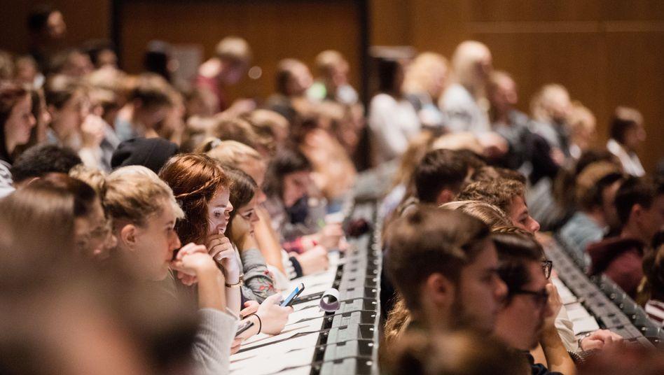 Studenten im Hörsaal an der Uni Köln (Archiv)