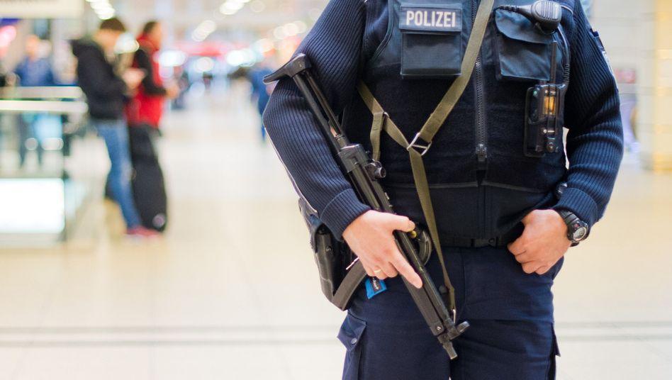Bundespolizist am Hauptbahnhof in Hannover