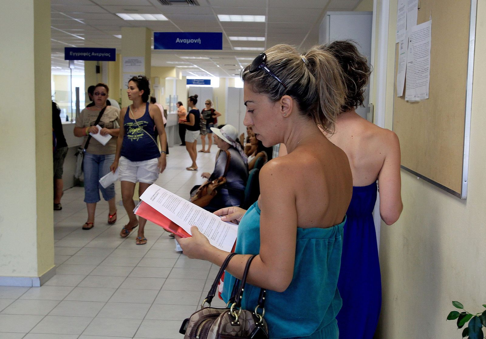 Greek unemployment hits record high of 27.6 per cent