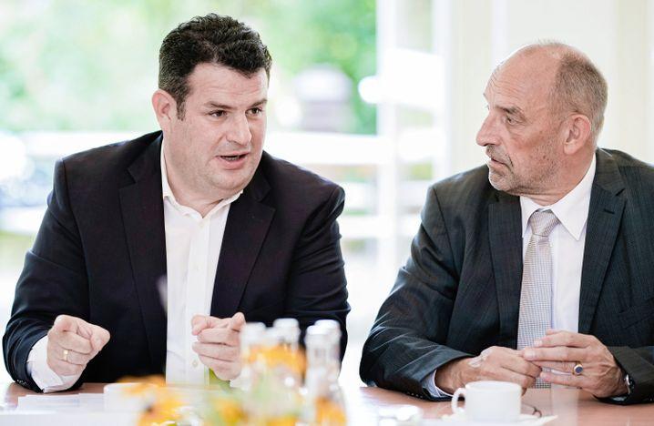 Hubertus Heil mit BA-Chef Detlef Scheele: Instrumentenkasten, damit Beschäftigte Anschluss halten?