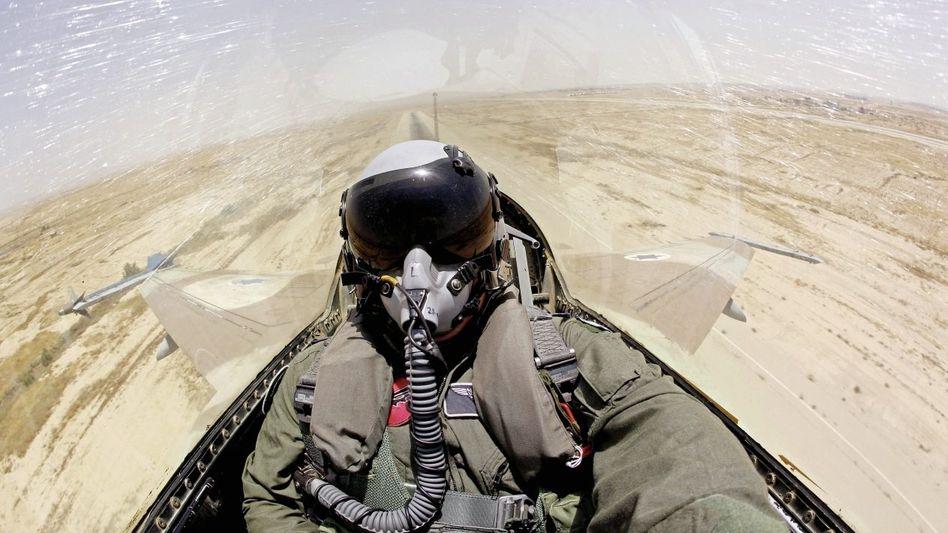 Israelischer Kampfjetpilot bei einem Trainingsflug über der Negev-Wüste: »Das Schwert an unserem Hals«
