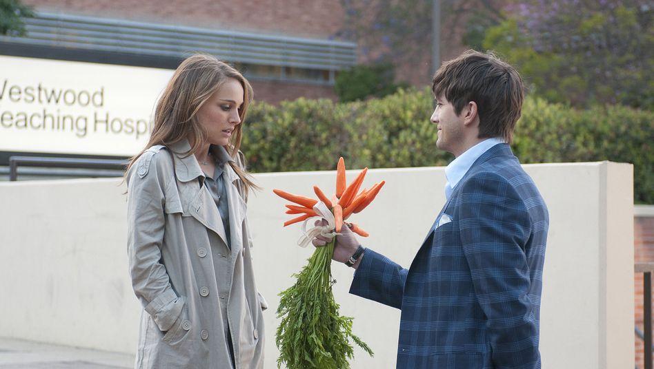 """Möhren von Ashton Kutcher für Wochengewinnerin Natalie Portman: """"No Strings Attached"""""""