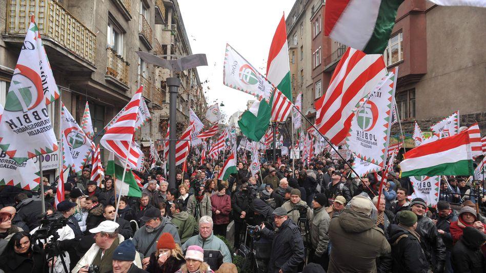 Anhänger der rechtsextremen Jobbik-Partei: Immer wieder antisemitische Zwischenfälle