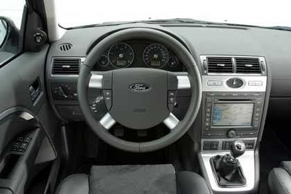 Mondeo-Cockpit: Ordentlich, übersichtlich, aber auch altbekannt