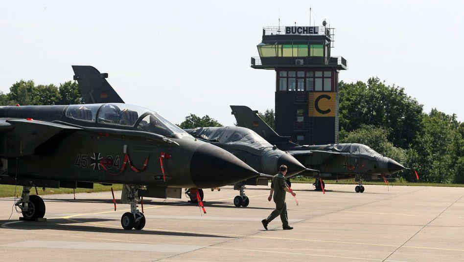 Kampfjets der Bundesluftwaffe vom Typ Tornado in Büchel