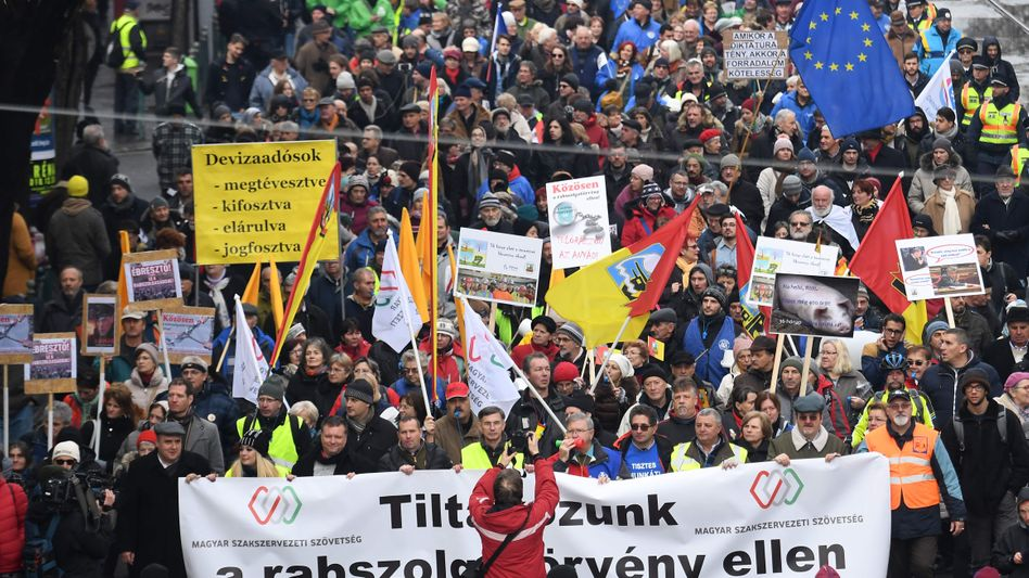 Protest in Budapest gegen das neue Gesetz