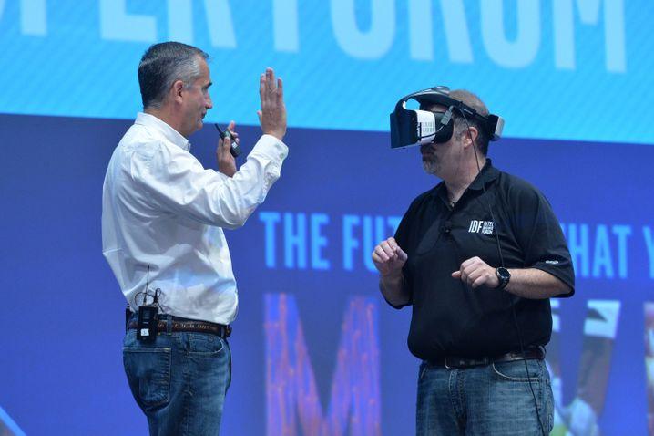 Intel-Manager Craig Raymond (r.) und Brian Krzanich