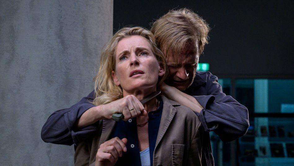In Gefahr: Lindholm (Maria Furtwängler) wird von einem Kriegsheimkehrer bedroht