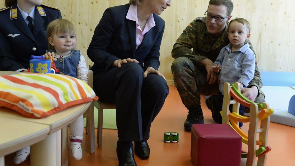 Ministerin von der Leyen: Erste Kinderkrippe der Bundeswehr