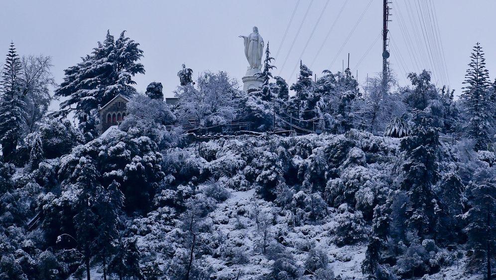 Weißer Sommer: Santiago bibbert im Schnee