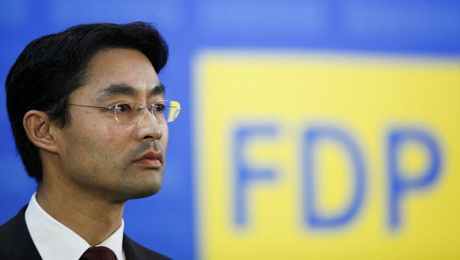 FDP-Parteichef Rösler unter Druck: Mehrere Spitzenpolitiker fordern Richtungs-Debatte
